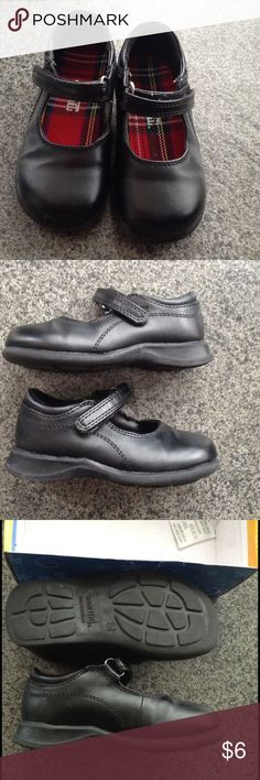 Smart fit comfort black toddler shoes 6.5t Gently used. No visible flaws that I could see. Ready to ship SmartFit Shoes