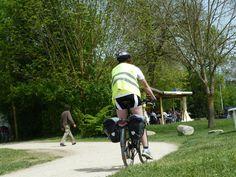 Couvrez-vous bien... et partez à vélo sur nos circuits : Loire à Vélo, 12 propositions de balades à vélo en Loire Layon (fiches en vente à l'Office de Tourisme), circuits VTT dans les coteaux du Layon... #vélo #loirelayon #jaimelanjou #loirepower