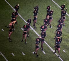Beyonce's Super Bowl 50 Outfits, Performance Paid Tribute. Beyonce's Super Bowl 50 Outfits, Performance Paid Tribute… Black Panthers, Coldplay, Lady Gaga, Beyonce Dancers, Beyonce Beyonce, Black Power Salute, Tommie Smith, Police Sergeant, Musica