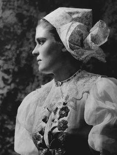 Headwear of women across Slovakia. Folk Costume, Costumes, Heart Of Europe, The Shining, Album, Bratislava, Czech Republic, Traditional Outfits, Old Photos