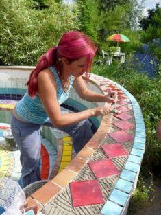 61 Pretty DIY Mosaic Decorations to Inspire Your Own Garden #Garden and Outdoor # #InspireYourOwnGarden #PrettyDIYMosaicDecorations