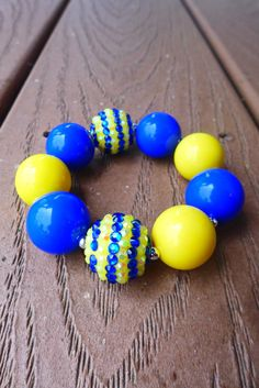 MINION Despicable Me Inspired Blue and Yellow Bling Bubblegum Bead Chunky Bracelet (Child Regular or Adult Small)