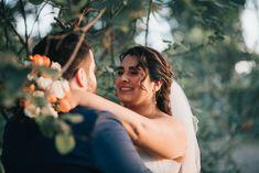 Fotografía de matrimonios   bodas al aire libre   fotógrafo de matrimonios en Chile Chile, Couple Photos, Couples, Outdoor Weddings, Pictures, Couple Shots, Chili, Chilis, Couple