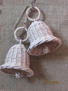Наталия Сорокина-Петренко Leaf Crafts, Diy And Crafts, Christmas Bells, Christmas Wreaths, Bittersweet Vine, Newspaper Crafts, Paper Basket, Basket Weaving, Wicker Baskets