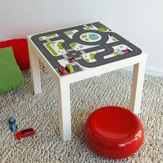 Des stickers à coller sur une table ikéa.   35€. 3 fois et demi plus cher que la table... mais l'idée est bonne ! Lillipinso