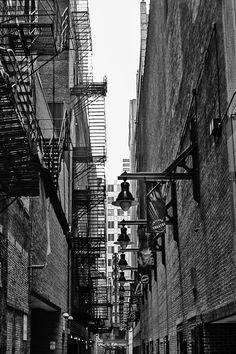 """Résultat de recherche d'images pour """"alley chicago 1920"""""""