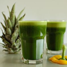 pineapple pepper green juice  1/2 fresh pineapple, skin and core included 1 yellow bell pepper, seeded 2 large bunches kale