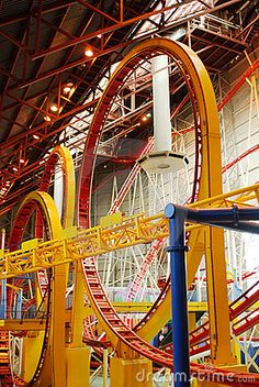 Rollercoaster in West Edmonton Mall in Alberta, Canada. Indoor Amusement Parks, Amusement Park Rides, Best Roller Coasters, Canada Eh, Parcs, Alberta Canada, Places Ive Been, At Least, Travel Ideas