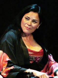 Herself --- Diana Gabaldon (photo by Sandie Russo) Outlander Series Cast, Diana Gabaldon Outlander Series, Starz Series, Outlander Tv, Epic Story, Jamie And Claire, Caitriona Balfe, Jamie Fraser, It Cast