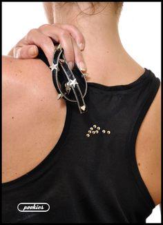 Parte trasera R ☆ C K S T A R  Camiseta nadadora oversize con forro en forma de estrellas y tachas redondas y en estrella plata superpuestas.