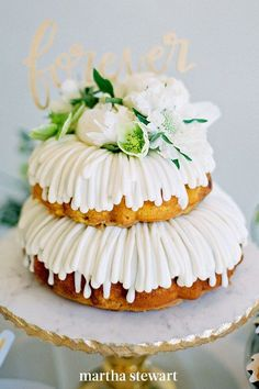 If you and your spouse still want to have a traditional cake-cutting ceremony, choose a dessert alternative that needs to be sliced before serving. Bundt cakes, like these from Nothing Bundt Cakes, are unique options, but still lend themselves to the tradition. #weddingideas #wedding #marthstewartwedding #weddingplanning #weddingchecklist White Cakes, White Wedding Cakes, Wedding Desserts, Fresco, Brunch Wedding, Wedding Decor, Wedding Ideas, Nothing Bundt Cakes, Wedding Cake Alternatives