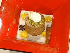 Bavarois de chocolate con pistacho y salsa de coco