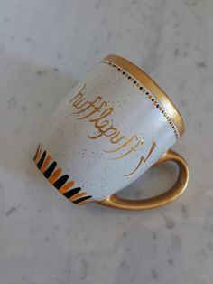 Hufflepuff Mug / Harry Potter Mug / Gift Ideas for Harry Potter Fans / Personalized Hand Painted Cof Mug Crafts, Diy And Crafts, Pisces Birthday, Pisces Constellation, Harry Potter Mugs, Unique Gifts, Handmade Gifts, Hogwarts, Tea Cups