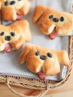 Baked Goods with Playful Shapes Will Delight Your Guests These Doggy Sausage Bread Buns are simply adorable!These Doggy Sausage Bread Buns are simply adorable! Bread Recipes For Kids, Baby Food Recipes, Cooking Recipes, Cooking Tips, Kid Recipes, Kitchen Recipes, Recipes Dinner, Cute Food, Good Food
