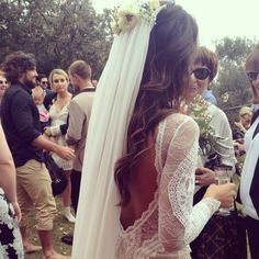 If I was gonna consider a veil, this is definitely how Id do my hair. Love the back of the dress too