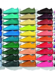 Adidas Originals New Sneakers shoes Supercolor superstar Pharrell Williams for Adidas Originals, vibrant and super colorful sneakers for all in 50 different Adidas Originals Superstar, The Originals, Adidas Superstar Pharrell Williams, Basket Michael Kors, Boutique Adidas, Superstar Supercolor, Addidas Superstar, Maisie Williams, Adidas Sneakers