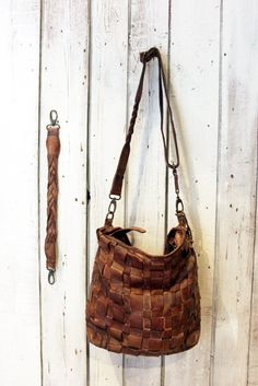 Handmade woven leather bag INTRECCIATO 10 by LaSellerieLimited