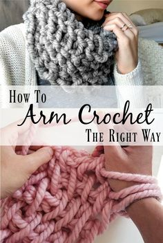 Is it knitting? Is it crochet? The answer is yes!Arm knitting has been dominating the web in the craft world and I've seen several attempts at it's crochet equ Knitting How to Make a 10 Minute Cowl with Arm Crochet Arm Knitting Tutorial, Loom Knitting, Free Knitting, Knitting Patterns, Crochet Patterns, Knitting Tutorials, Scarf Patterns, Stitch Patterns, Knitting Machine