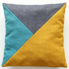 nähen Sewing geometric pillows - Hansedelli Your Style, Your Budget Tired of ogling the latest style Patchwork Cushion, Patchwork Quilting, Quilted Pillow, Geometric Cushions, Geometric Pillow, Diy Pillow Covers, Cushion Covers, Baby Pillows, Throw Pillows