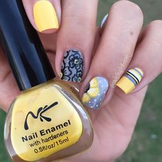 Yellow, gray, floral and striped mani.  (by @adelislebron on IG)