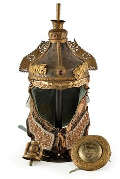 A decorative helmet originating from China, century. Armor All, Armor Of God, Arm Armor, Body Armor, Chinese Armor, Battle Dress, Medieval Armor, China Art, Ancient China