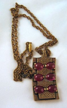 Miracle Fuchsia Glass Antiqued Gold-tone Pendant and Chain from GrapenutGlitz on Etsy Antique Gold, Antique Jewelry, Vintage Jewelry, Agate Jewelry, Jewellery Uk, Art Nouveau, Celtic Patterns, Pewter Metal, Glass Pendants