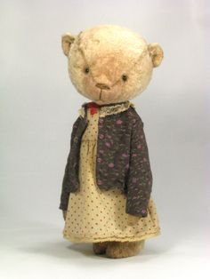 I dont usually like Bears with clothes on but she is so cute country CUTENESS! Old Teddy Bears, Vintage Teddy Bears, My Teddy Bear, Vintage Toys, Fabric Animals, Felt Animals, Handmade Stuffed Animals, Bear Doll, Cute Bears