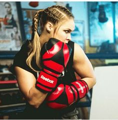 Justin Bieber & Floyd Mayweather training and having a good time in Los Angeles October 2014 - All of MMA Female Mma Fighters, Ufc Fighters, Female Fighter, Ronda Rousey, Rousey Wwe, Rowdy Ronda, Catch, Ufc Women, Mixed Martial Arts