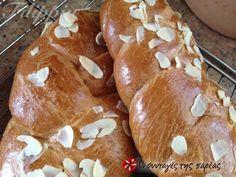 Επαγγελματικό τσουρέκι #sintagespareas Easter Recipes, Easter Food, Nom Nom, Bakery, Muffin, Sweets, Breakfast, Breads, Brot
