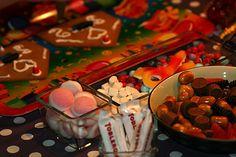 Julstök - smarriga recept på julgodis Chocolate Fondue, Desserts, Food, Tailgate Desserts, Deserts, Essen, Postres, Meals, Dessert