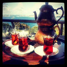 Sultanahmette çay keyfi #istanbul #sultanahmet #bluemosque #cay #tea #turkishcuisine  www.yemekevi.tv www.facebook.com/YemekeviTV www.twitter.com/yemekevitv www.instagram.com/fatosunyemekevi