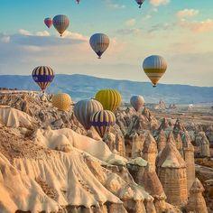 cappadocia balloon Id Travel, Travel And Leisure, Turkey Travel Planner, Antalya, Cappadocia Balloon, Culture Art, Hot Air Balloon, National Geographic, Mount Rushmore