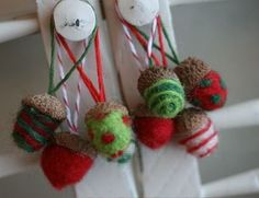 Needle felted acorns tutorial from Pamela Susan Fall Projects, Diy Craft Projects, Crafts For Kids, Arts And Crafts, Craft Ideas, Diy Crafts, Needle Felted Ornaments, Felt Ornaments, Felt Christmas Decorations