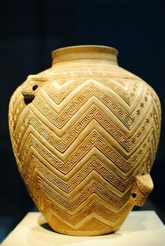 A ritual wine container: unglazed white pottery from the Shang Dynasty. This is an example of an artifact not made from bronze, as it would make the wine taste different. Ceramic Jars, Ceramic Clay, Chinese Culture, Chinese Art, 5 Elements, Terracota, Chinese Ceramics, Ancient China, Ancient Artifacts