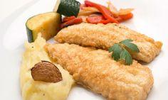 Receta de Pescado rebozado con puré de patata y verduras salteadas