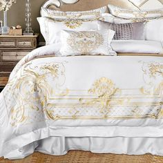 **NEW** Exquisite White Egyptian Cotton Luxury Golden Embroidery Bedding Set. Bring Luxury to your bedroom with this beautiful bedding set. Cama Queen Size, Queen Size Bed Sets, King Size Bed Sheets, Soft Bed Sheets, Bed Sheet Sets, Cheap Bedding Sets, Cotton Bedding Sets, Queen Bedding Sets, Duvet Sets