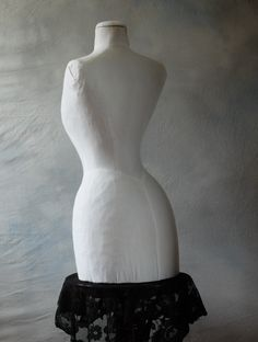 The back view of our white Edwardian mannequin - ideal for displaying wedding accessories.