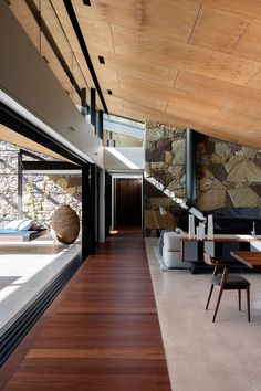 Picking up on the stonework's mottled shades are floors of polished concrete and richly stained spotted-gum boards, and a golden plywood ceiling, all skilfully installed by local builders Blackwattle Constructions. Australian Interior Design, Interior Design Awards, Best Interior Design, Contemporary Interior, Luxury Interior, Decoration Inspiration, Decoration Design, Design Inspiration, Plywood Ceiling