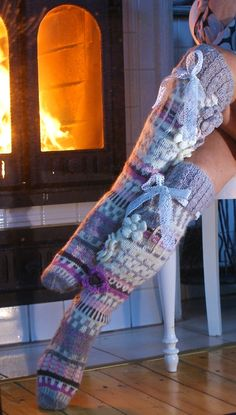 Irish lace, crochet, crochet patterns, clothing and decorations for the house, crocheted. Crochet Leg Warmers, Crochet Socks, Knitting Socks, Hand Knitting, Knit Crochet, Knit Socks, Thigh High Leggings, Knee High Socks, Knit Stockings