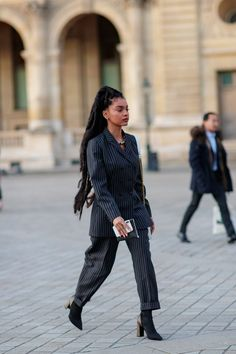Paris Fashion Week through the lens of Darrel Hunter for & Black Girl Fashion, Suit Fashion, Look Fashion, Paris Fashion, Cool Street Fashion, Street Chic, Street Wear, Milan Fashion Week Street Style, Classy Outfits
