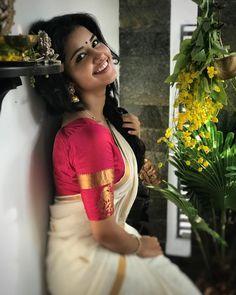Actress Anupama Parameswaran Traditional Stills In A Saree - Social News XYZ Indian Photoshoot, Saree Photoshoot, Beautiful Girl Indian, Most Beautiful Indian Actress, Beautiful Saree, Kerala Saree Blouse, Sari, Kerla Saree, Set Saree Kerala