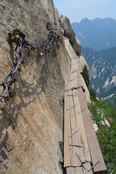 China's Most Dangerous Hike | Cat the Expat