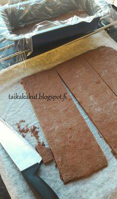 Moi! Kokeilin nuoremman tyttären nimipäiväksi tätä suosittua Kinuskikissan Daim-halkoa. Kakku oli mielestäni jonkun verran työläs ja mon... Butcher Block Cutting Board, Food And Drink, Cakes, Cake Makers, Kuchen, Cake, Pastries, Cookies, Torte