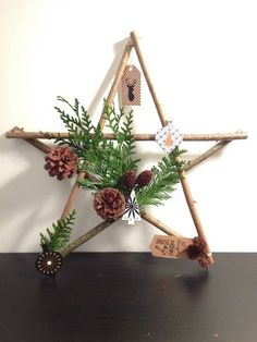 Easy and Simple Christmas Decorations; Home Decor; christmas decor diy Easy and Simple Christmas Decorations Christmas Wreaths To Make, Handmade Christmas Decorations, Rustic Christmas, Diy Christmas Gifts, Christmas Projects, Simple Christmas, Christmas Ideas, Snowman Decorations, Deco Noel Nature
