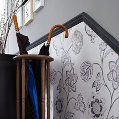 Hallway with floral wallpaper below the dado rail Dado Rail Living Room, Dado Rail Hallway, Wallpaper Photo Gallery, Wallpaper Stairs, Bedroom Wallpaper, Trendy Wallpaper, Wallpaper Ideas, Floral Wallpapers, Silver Wallpaper