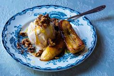 - Karamelisert banan med ristete valnøtter - Caramelized Banana with honey-roasted  Walnuts - add orange juice/zest  to honey - use palm sugar?