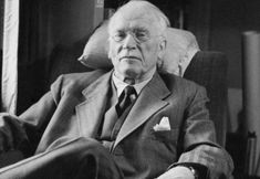 Here are 33 Inspirational Carl Jung Quotes. Carl Jung was a psychiatrist and psychotherapist from Switzerland who was the founder of analytical psychology. Carl Jung Frases, Carl G Jung, Carl Jung Quotes, Henry Miller, Sigmund Freud, Jfk And Marilyn, Marilyn Monroe, Messages Spirituels, Jungian Psychology