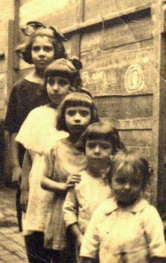 Foto de 1922, la más niña más grande es mi abuela