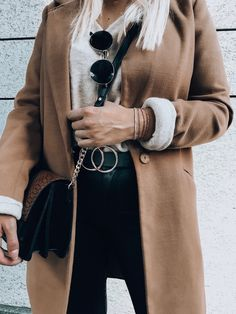 Elegant und feingliedrig – so bestechen die SPIRIT Armbänder mit einzigartiger Struktur und edlen Farbakzenten. In vielen tollen Modefarben vermitteln sie Anmut und Leichtigkeit.  Streetstyle by allaboutlena Elegant, Fashion, La Mode, Nice Asses, Classy, Moda, Chic, Fasion, Fashion Models