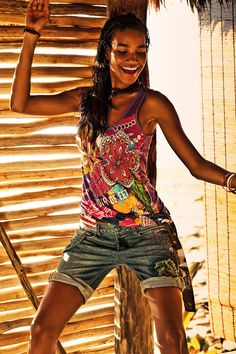 Let's dance and make Mondays cooler! T-shirt & Jeans by Desigual New & Good Collection.